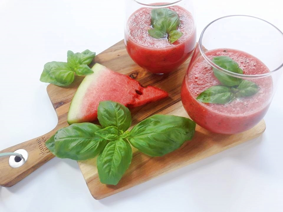 lemoniada z arbuzem oraz bazylia