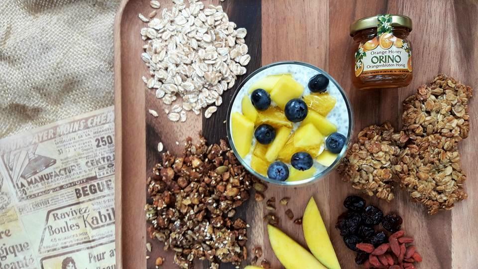 domowa granola zsuszonymi owocami, chia icynamonem