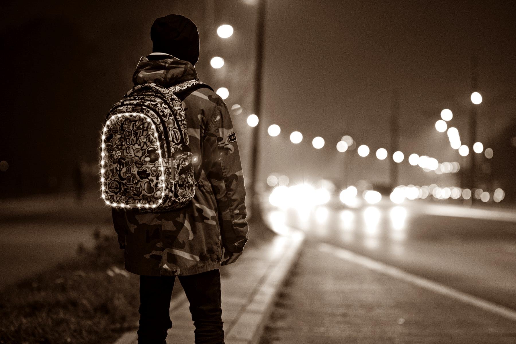 bezpieczne dziecko na drodze noca