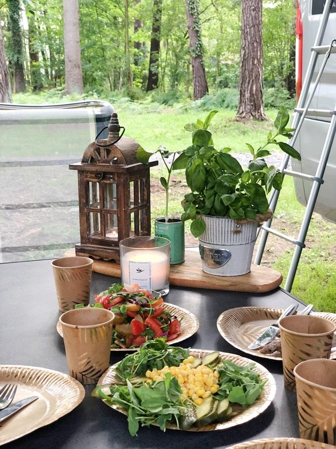 dania które możesz zrobić wkamperze salatki